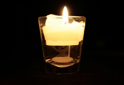 brurning candle